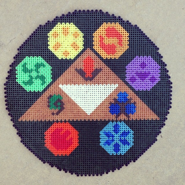 @dkltoys @minimoobear did a #zelda themed plaque on 4 square boards. Took hours!