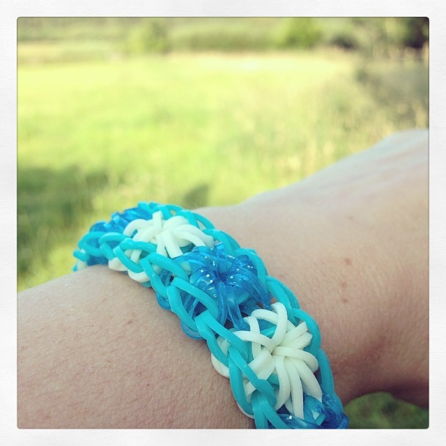In other news I made my first #loombands starburst. And I can confirm the #craftmerrily fancy loops brand is fab to use. No breaks, loads of stretch. Friendship Loom glitter equally so.